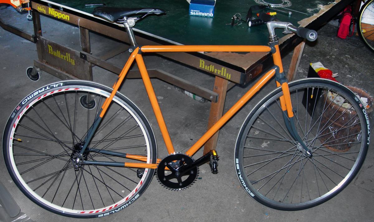Vieux vélo de course transformé en fixie